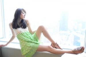 (美足えろ写真)思わず見とれてしまうほどスラリと美しい美足の女子☆
