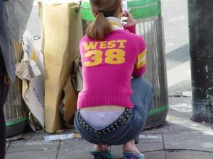 (ローライズえろ写真)腰パン☆?ここまで下げたらそりゃパンツ丸見えくらいするだろwwww