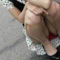 【しゃがみ込みパンチラエロ画像】しゃがみ込んだ女の子の股間がぷっくりエロい!w