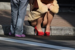 (街撮りパンツ丸見ええろ写真)街中で見かけたパンツ丸見えしてる女子の写真集めたったww