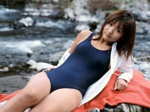 (スクール水着えろ写真)若かりし水泳の授業を彷彿させるスクール水の女子☆