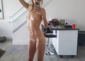 【自撮りエロ画像】おっぱいなくても細身に合ってるw見事なスレンダー裸体の女神たち(*´Д`)