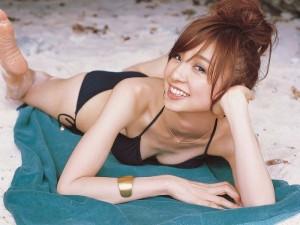 (ビキニえろ写真)よく見りゃ下着と大差のないミズ着といえばやっぱりビキニ☆?