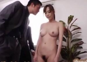 (えろムービー)職場を守るために裸勤務とカラダご奉仕を強いられたモデル部長☆(*゚∀゚)=3