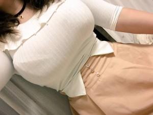 (着衣美巨乳えろ写真)こんな存在感たっぷりのお乳☆着衣だけじゃ隠し切れないww