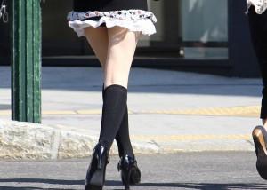 (美足えろ写真)パンツ出なくても太もも見えるだけでも十分な街の美足観察(;´Д`)