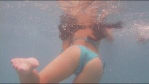 (水中秘密撮影えろ写真)プールで水の中を水中カメラで秘密撮影した結果☆ここは天国か☆?