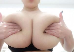 【手ブラエロ動画】作品以外は自重w手ブラで硬く乳頭隠したセクシー女優の皆さん(;´∀`)