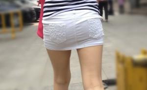【美脚エロ画像】ついつい目で追ってしまいそうな街中でみかけた美脚な女の子!