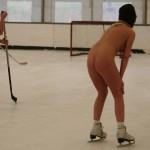 【裸スポーツエロ画像】ユニフォームではなく、全裸でスポーツする女子!wwww