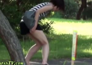 (えろムービー)シロウト女性が公園で野ションやらかす姿をこっそり激撮☆(*゚∀゚)=3