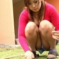 【しゃがみ込みパンチラエロ画像】しゃがみ込んだ女の子の股間がぷっくり!