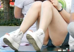 (美足えろ写真)そろそろ生脚も見納めだからぽちゃショーパン美足撮り☆(;´∀`)