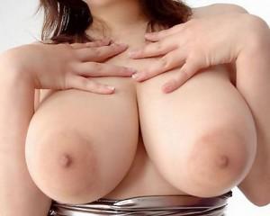 (美巨乳えろ写真)デカいだけでステータス☆女子の美巨乳ってすばらしいwwww
