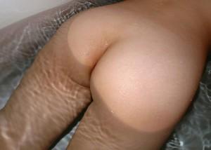 (尻えろ写真)叩いちゃいそう…平手が座れそうな程に魅力的なむっちり生尻(;´Д`)