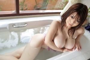 【入浴エロ画像】女の子がお風呂に入る時、そりゃ全裸だよな?wwww