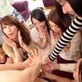 【ハーレムエロ画像】男なら誰もが夢見る!女の子複数人とハーレムプレイ!