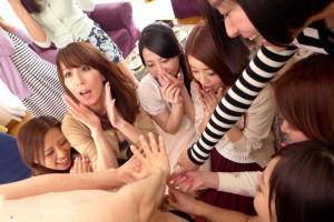 (ハーレムえろ写真)男なら誰もが夢見る☆女子複数人とハーレムプレイ☆