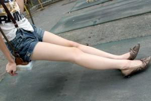 (美足えろ写真)スラリと伸びた女子たちの美しい美足に思わずハァハァ☆