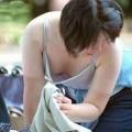 【胸チラエロ画像】おっぱいがこぼれそう!?胸チラ画像集めたった!wwww