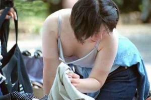 (胸チラえろ写真)お乳がこぼれそう☆?胸チラ写真集めたった☆wwwwwwww