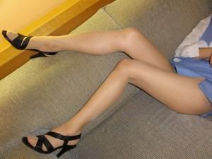 【美脚エロ画像】スラリと伸びたスベスベの脚!こんな脚なら踏まれてもいい!ww