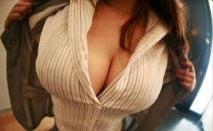 【谷間エロ画像】おっぱい好きの皆様に届ける!巨乳の女の子の谷間画像!