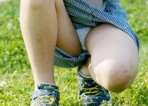 (パンツ丸見ええろ写真)迷ったらパンツ見ろwwどこにでもいる座りチラ女子(;´∀`)