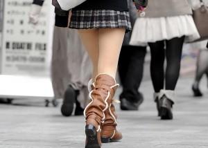 (美足えろ写真)パンツがどうでもよくなる?街のそそるミニスカ美足(*´Д`)