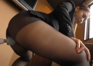 【エロ動画】黒パンストが似合うならば脱がせないままでセックス!(;゚∀゚)=3