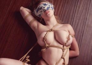【緊縛エロ画像】女体に超似合う縄化粧!おっぱいが大きいと特に…(;´Д`)
