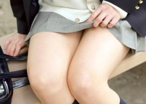 (ミニスカえろ写真)無自覚なあざとさ☆中身はお預けチラリズム(;´Д`)