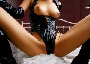 (えろムービー)女王様に体に鞭打ってる…引き締まるボンデージファッション(;´∀`)