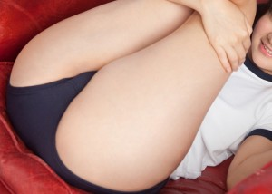 【ブルマエロ画像】隠れ切らないのがそそるブルマ尻とムッチリ下半身(;´∀`)