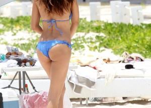 【水着エロ画像】Tバック率が圧倒的に高い海外ビーチの極上ビキニ尻!(;´Д`)